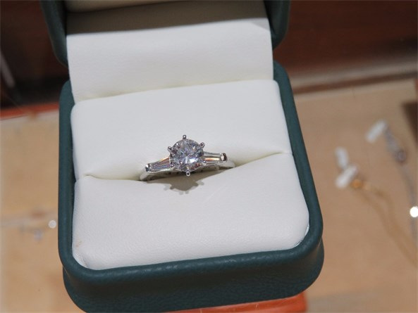 Beautiful Round Diamond with Tapered Baguettes