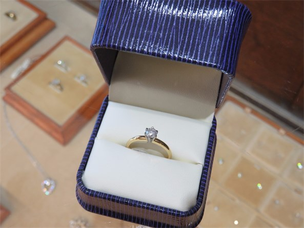 Nice Tiffany Style Round Brilliant Solitaire