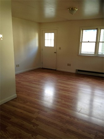 6 Elm Street Livingroom