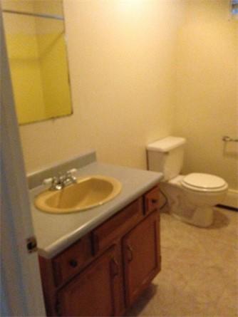 6 Elm Street Bathroom