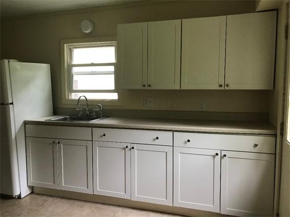 Kitchen on side A