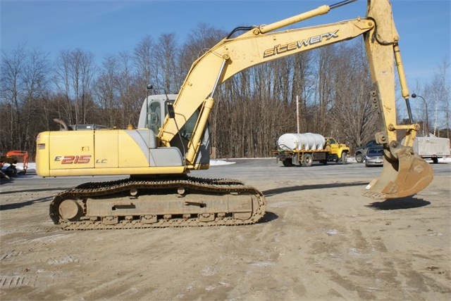 2007 New Holland E215LC Excavator